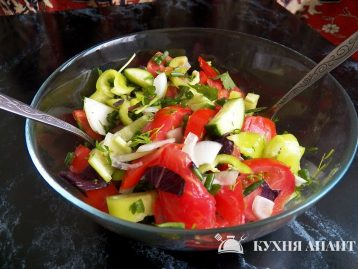 8-salad-from-tomatoes__cucumbers__green-peppers__salat-iz-pomidorov-ogurcov-zelenix-percev