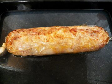 I baked a roll in a cold oven for 1 hour 30 minutes at a temperature of 180 * C, turning on the upper and lower heating. In principle, the roll is ready, but I wanted to give it a piquant taste and crust, so I decided to grease the surface with sauce.
